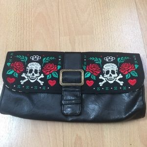 Loungefly skull and roses clutch
